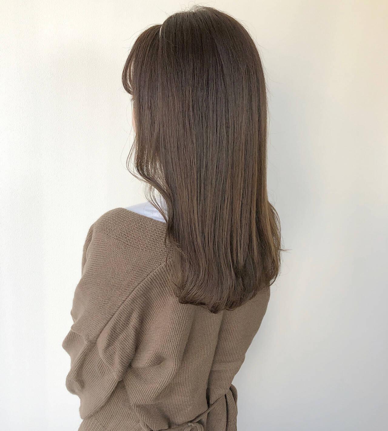 シアーベージュ ショコラブラウン ミルクティーベージュ カチューシャヘアスタイルや髪型の写真・画像