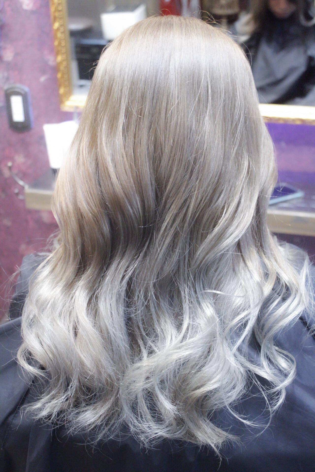 セミロング ブリーチ バレイヤージュ ナチュラルグラデーションヘアスタイルや髪型の写真・画像