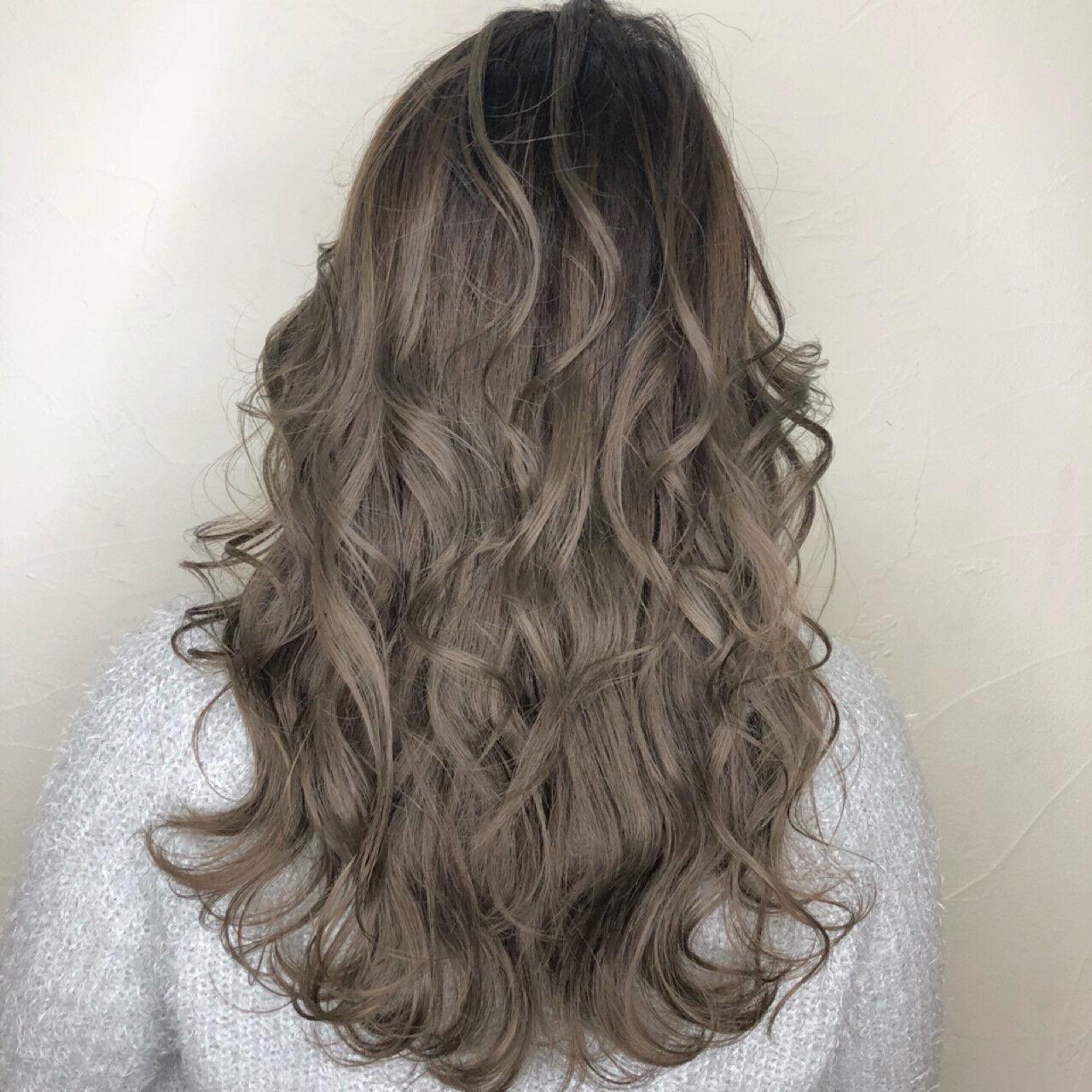 グレージュ ミディアム ミルクティーベージュ ナチュラルヘアスタイルや髪型の写真・画像