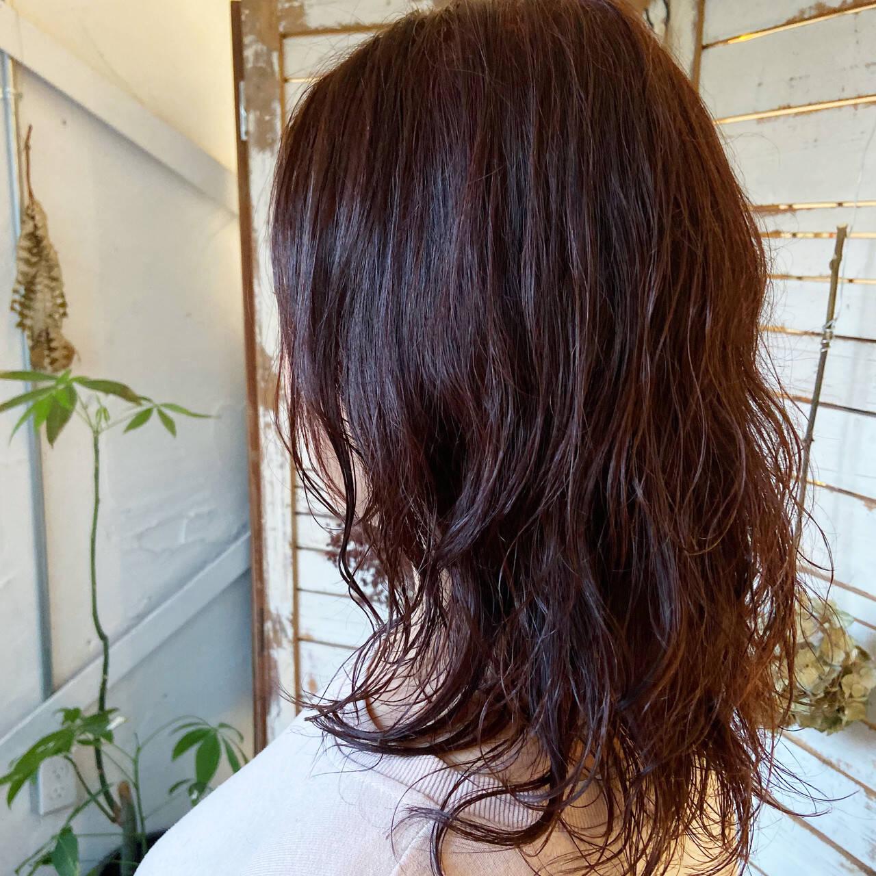ミディアムレイヤー ミディアム ウルフパーマ ウルフカットヘアスタイルや髪型の写真・画像