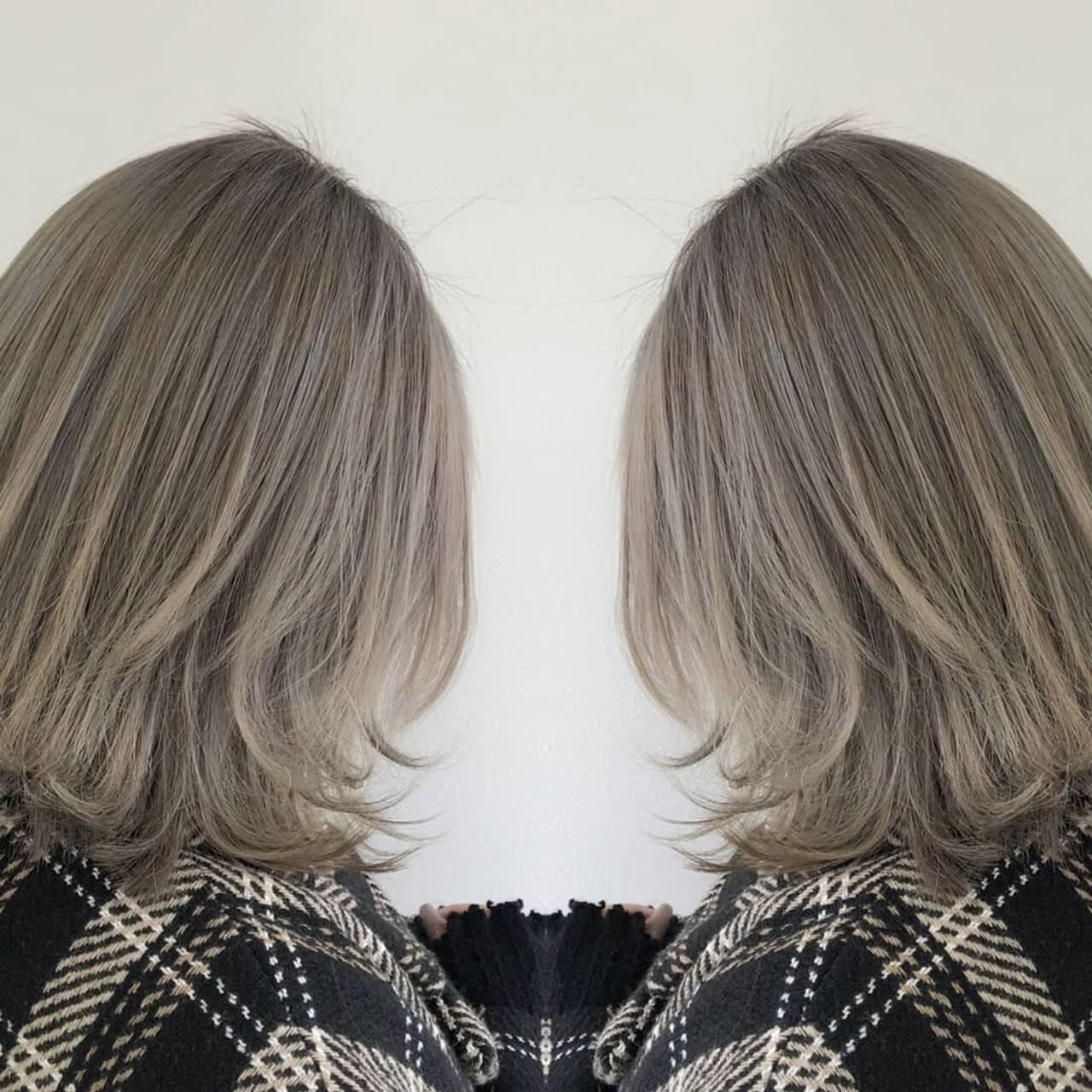 ナチュラル バレイヤージュ ミルクティーベージュ バックコーミングヘアスタイルや髪型の写真・画像