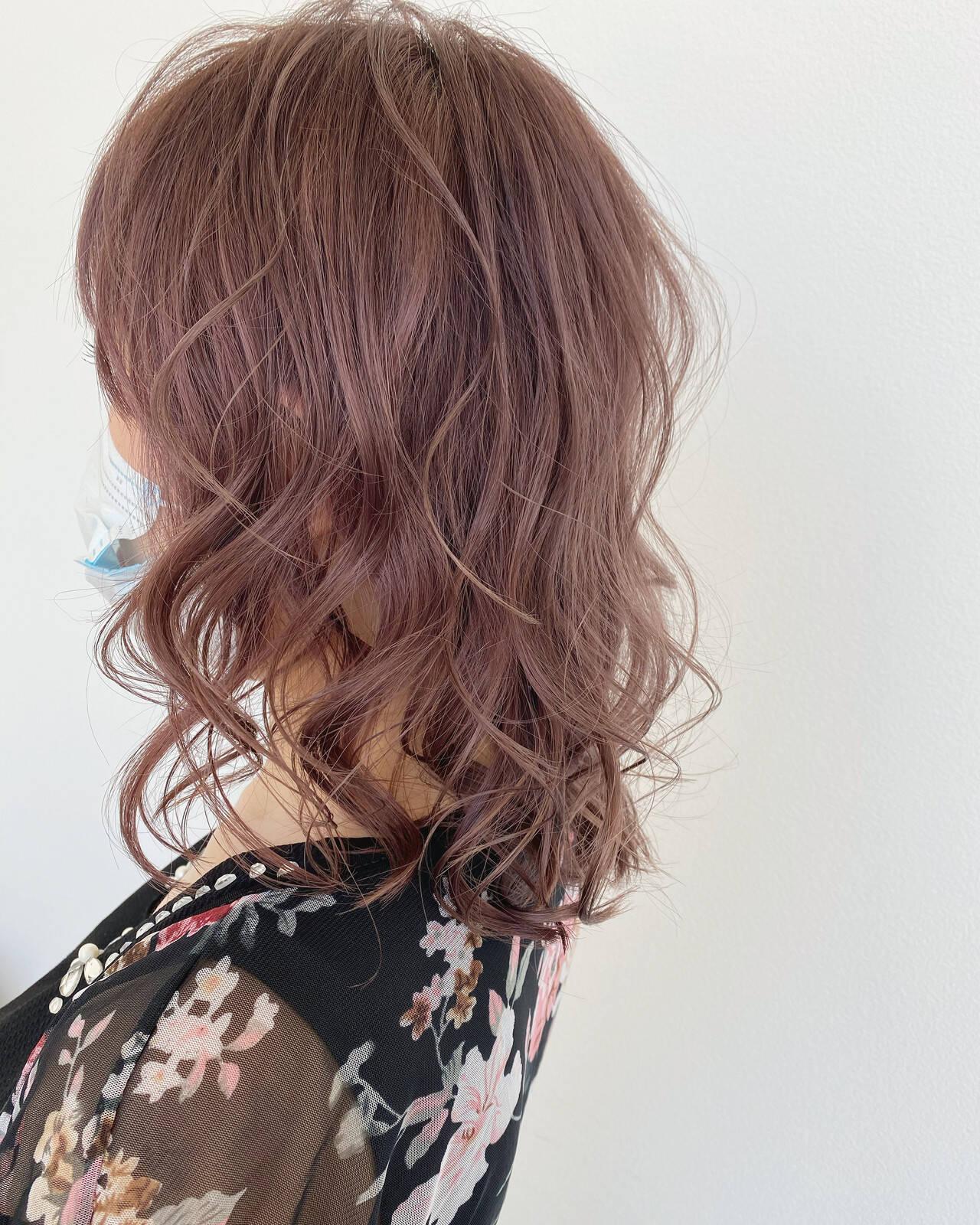 可愛い ミディアム ナチュラル ラベンダーピンクヘアスタイルや髪型の写真・画像