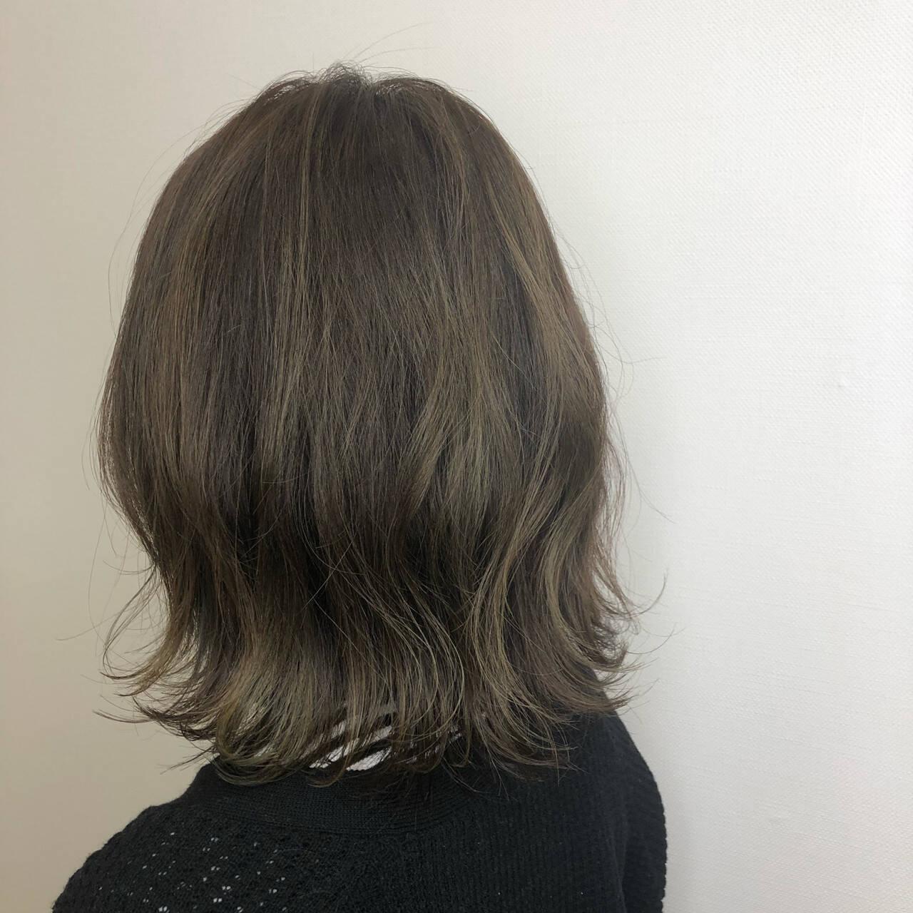 ボブ イルミナカラー 外ハネボブ ミルクティーグレージュヘアスタイルや髪型の写真・画像
