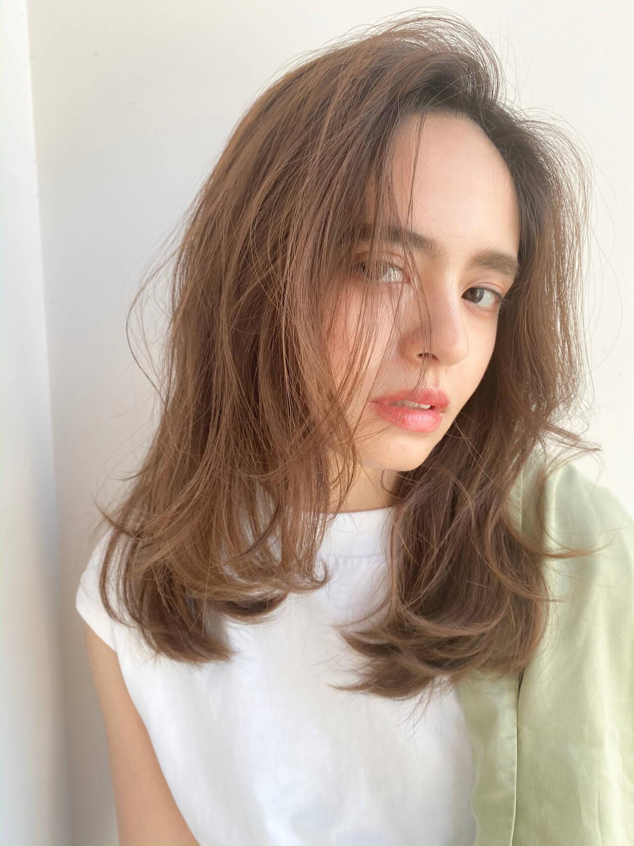 かきあげバング ナチュラル スウィングレイヤー レイヤーカットヘアスタイルや髪型の写真・画像