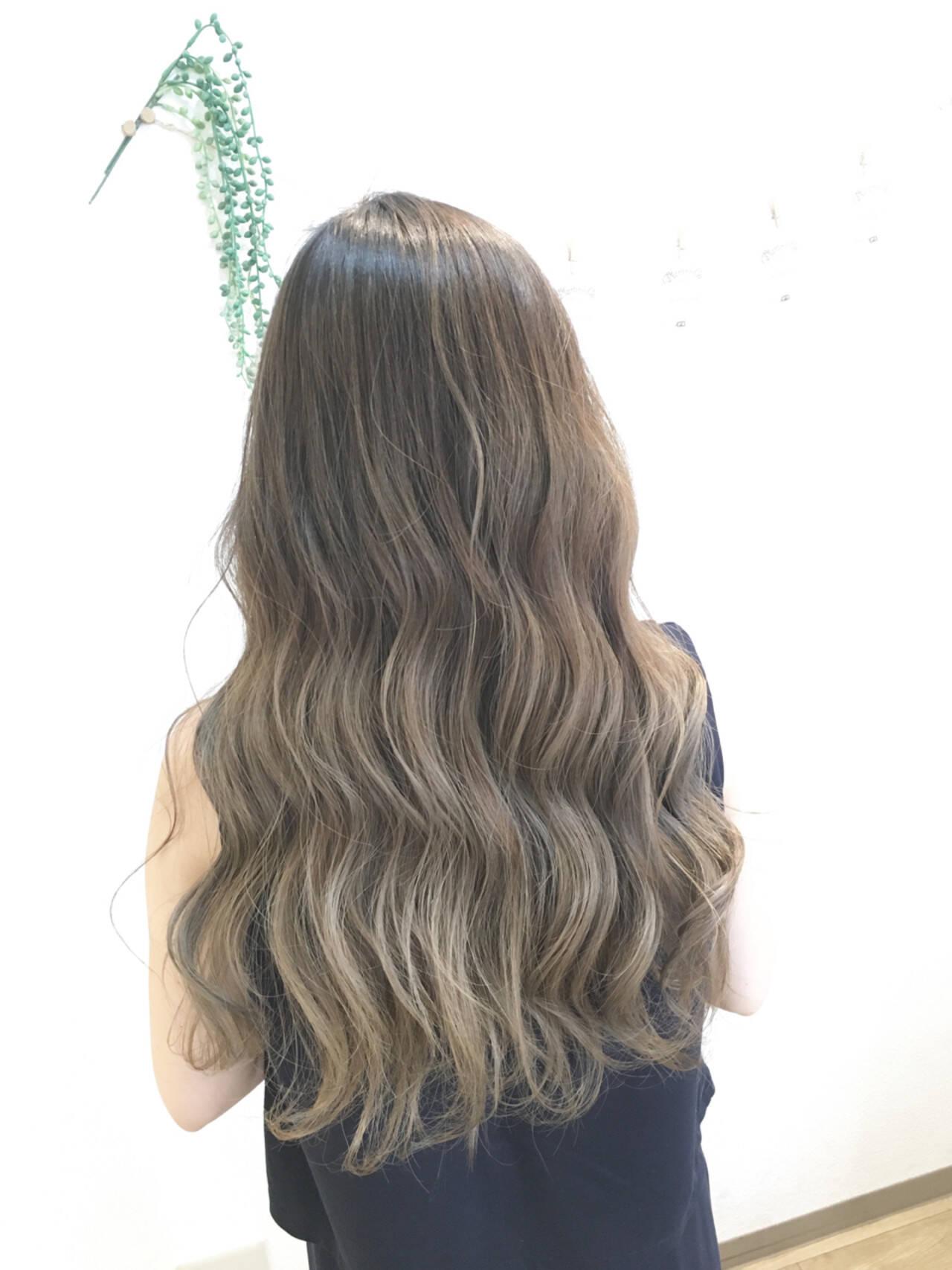 ミルクティー グラデーションカラー ナチュラル 艶髪ヘアスタイルや髪型の写真・画像