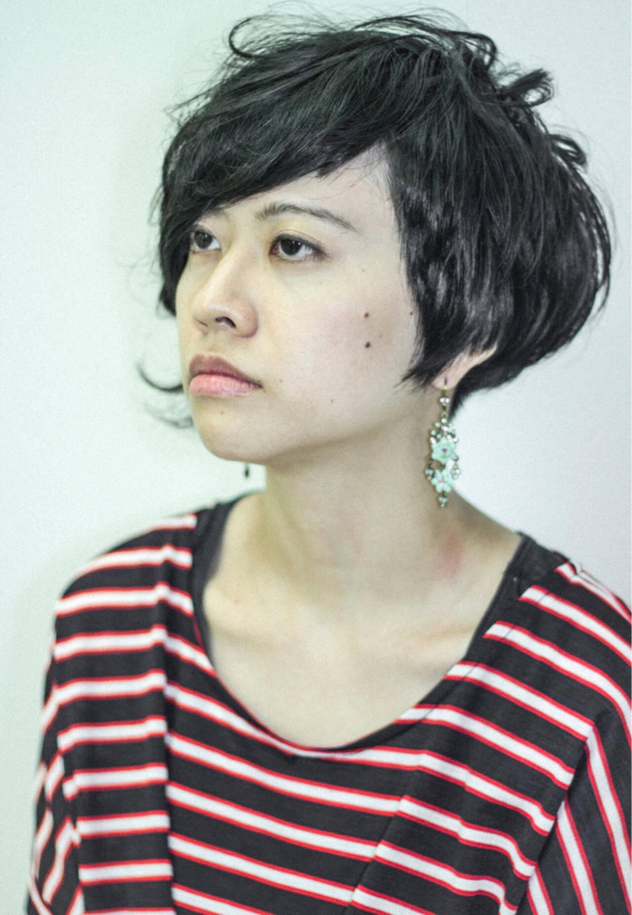 ショート かっこいい くせ毛風 黒髪ヘアスタイルや髪型の写真・画像