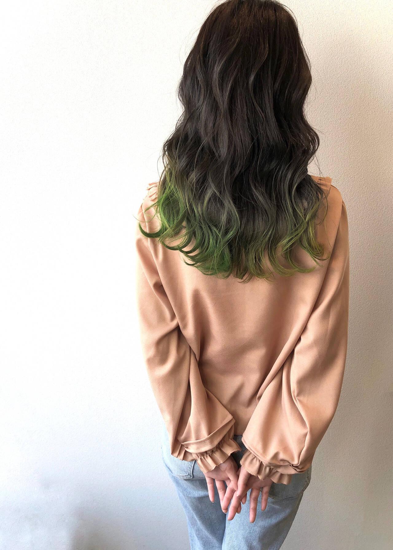 ダークグレー ガーリー 裾カラー 波巻きヘアスタイルや髪型の写真・画像