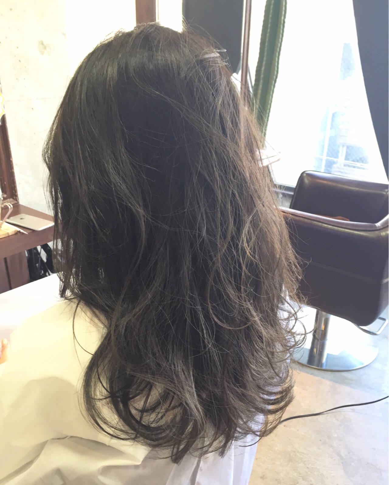 ゆるふわ 外国人風 ナチュラル 暗髪ヘアスタイルや髪型の写真・画像