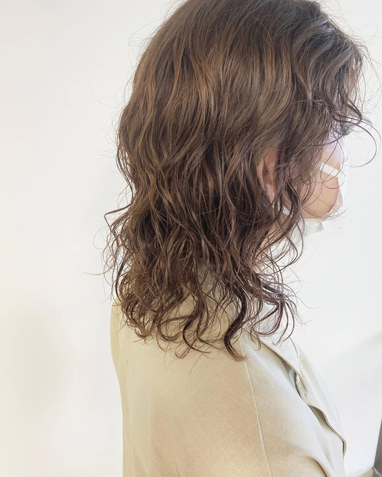 無造作パーマ ウルフカット ゆるふわパーマ パーマヘアスタイルや髪型の写真・画像