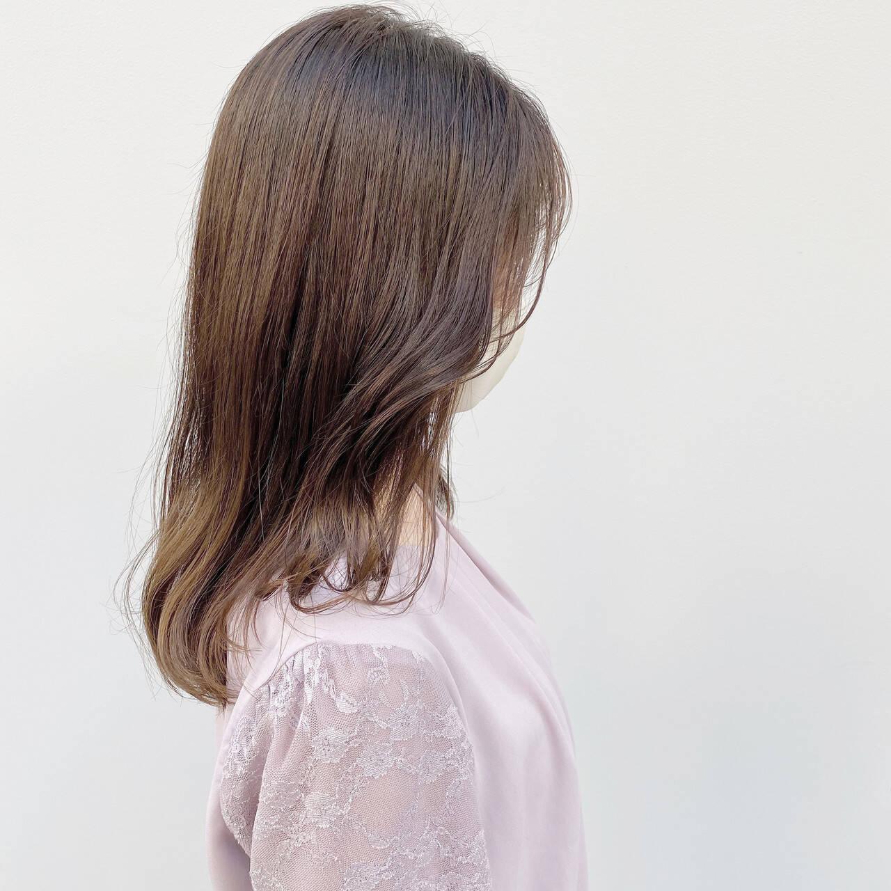 透明感カラー シアーベージュ セミロング ヌーディーベージュヘアスタイルや髪型の写真・画像