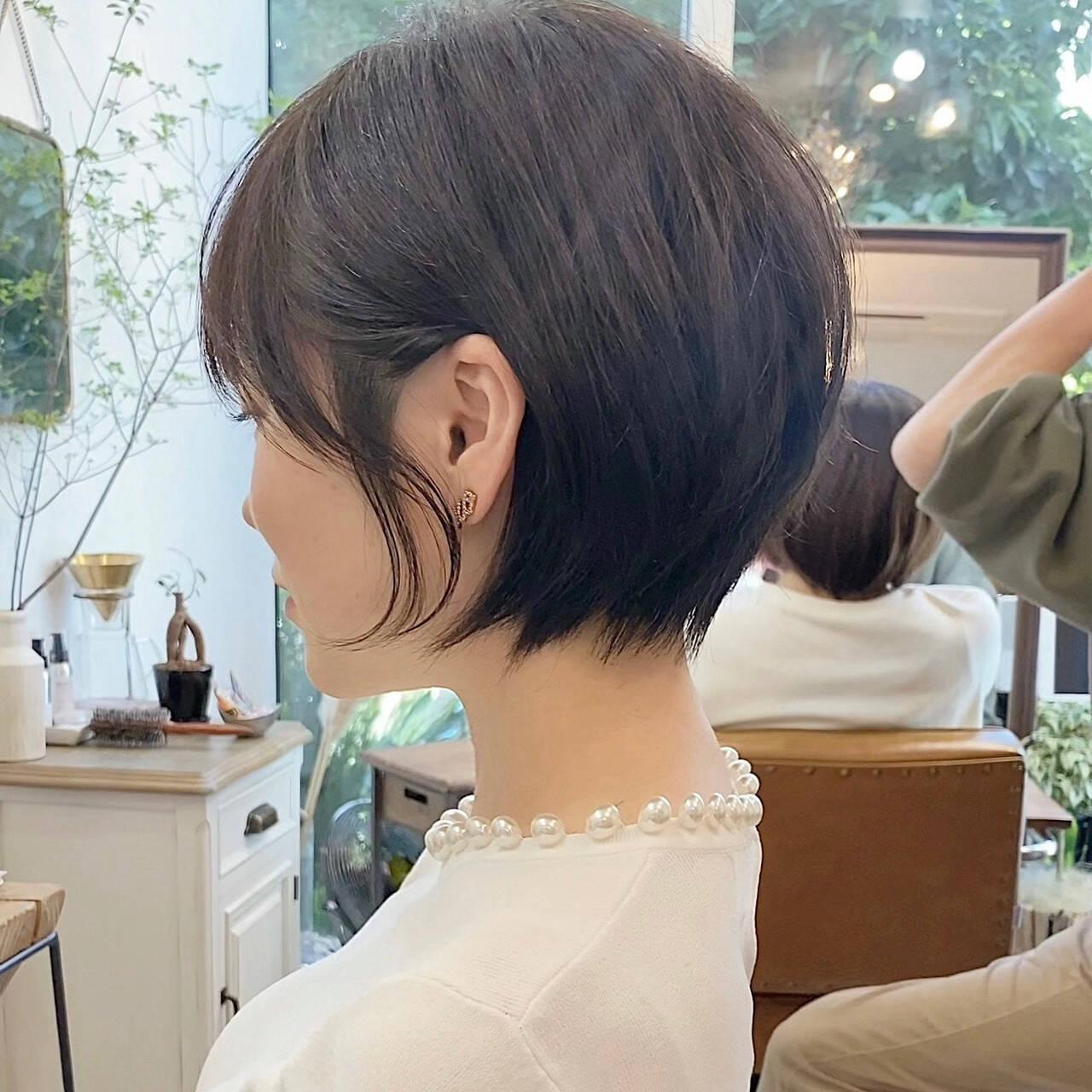 ベージュ ショートヘア ナチュラル アッシュベージュヘアスタイルや髪型の写真・画像