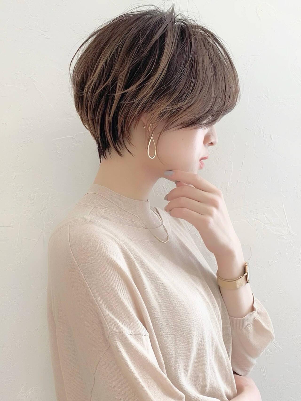 マッシュショート ショートボブ 耳掛けショート ショートヘアスタイルや髪型の写真・画像