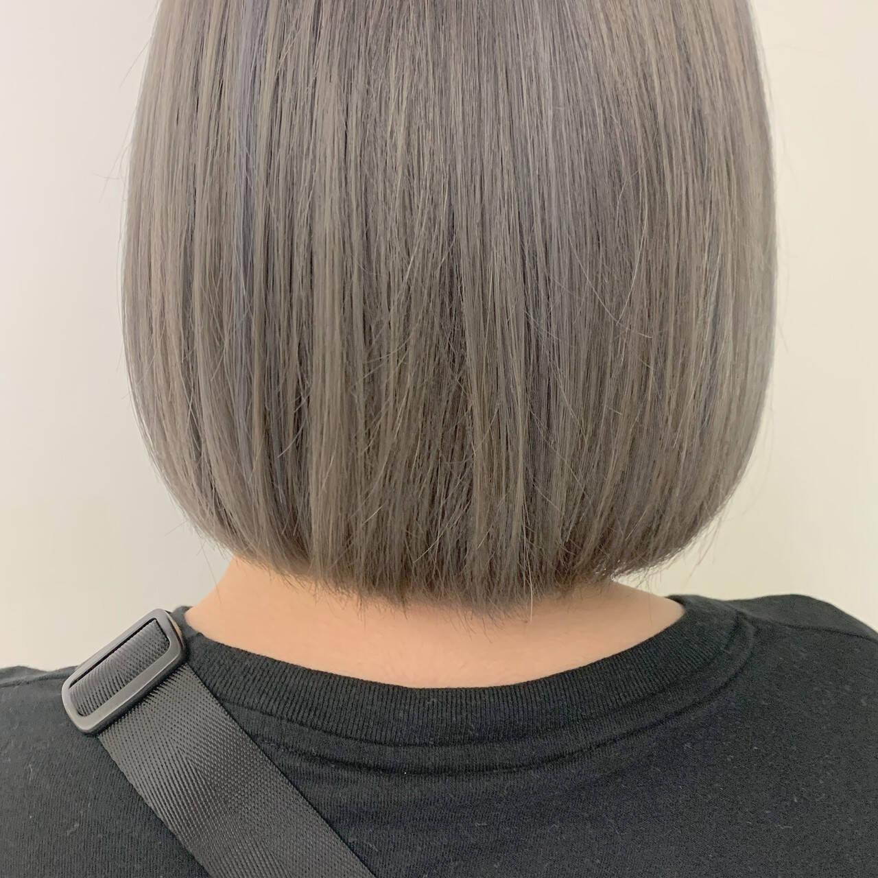 ボブ ミニボブ ミルクティーベージュ ブリーチヘアスタイルや髪型の写真・画像
