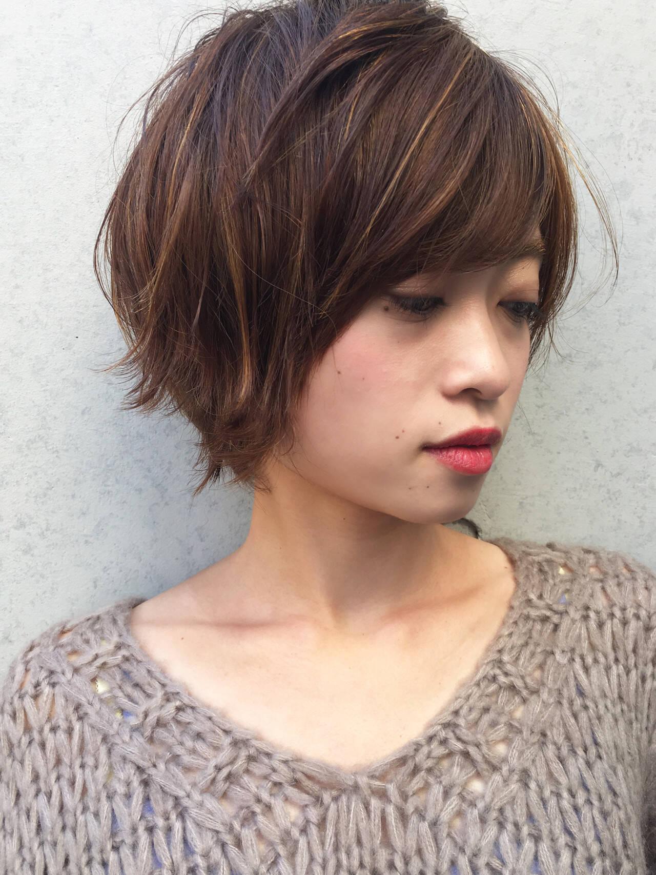 ショート アンニュイほつれヘア オフィス ナチュラルヘアスタイルや髪型の写真・画像