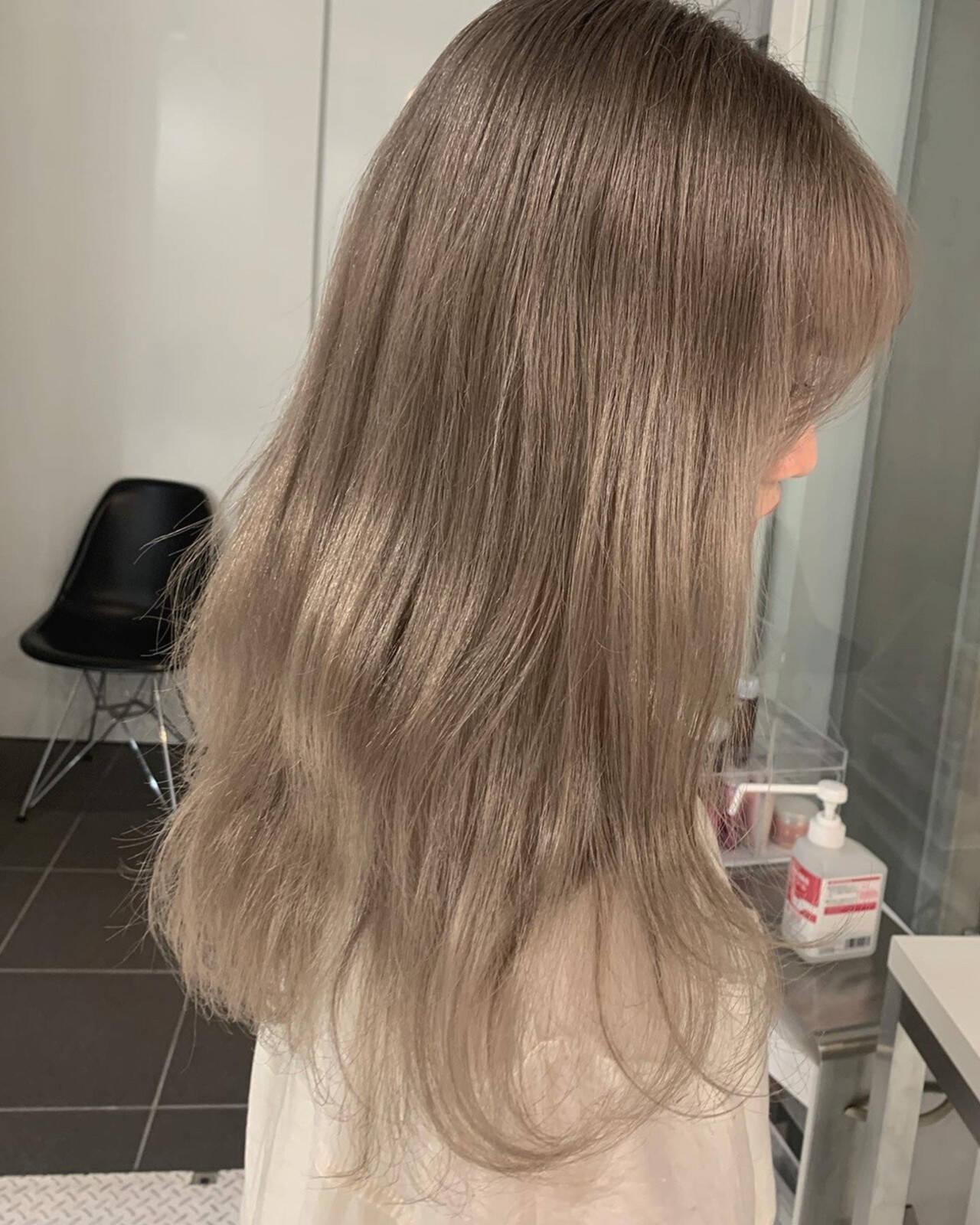 アッシュグレージュ ウルフカット ロング ミルクティーベージュヘアスタイルや髪型の写真・画像