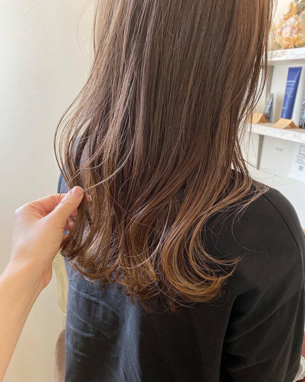 ナチュラル ナチュラルベージュ 3Dハイライト ハイライトヘアスタイルや髪型の写真・画像
