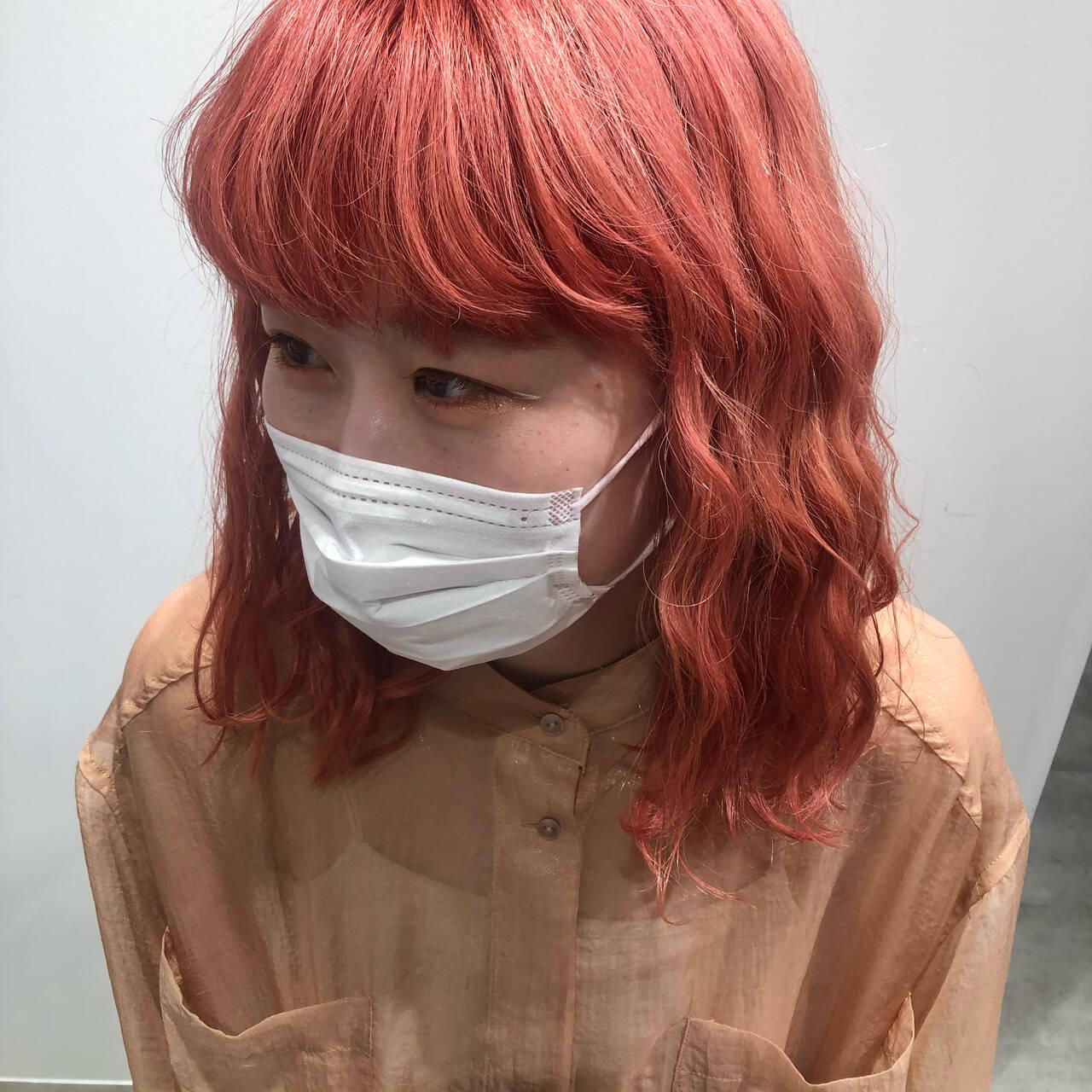 ピンクベージュ コーラル コーラルピンク ハイトーンヘアスタイルや髪型の写真・画像