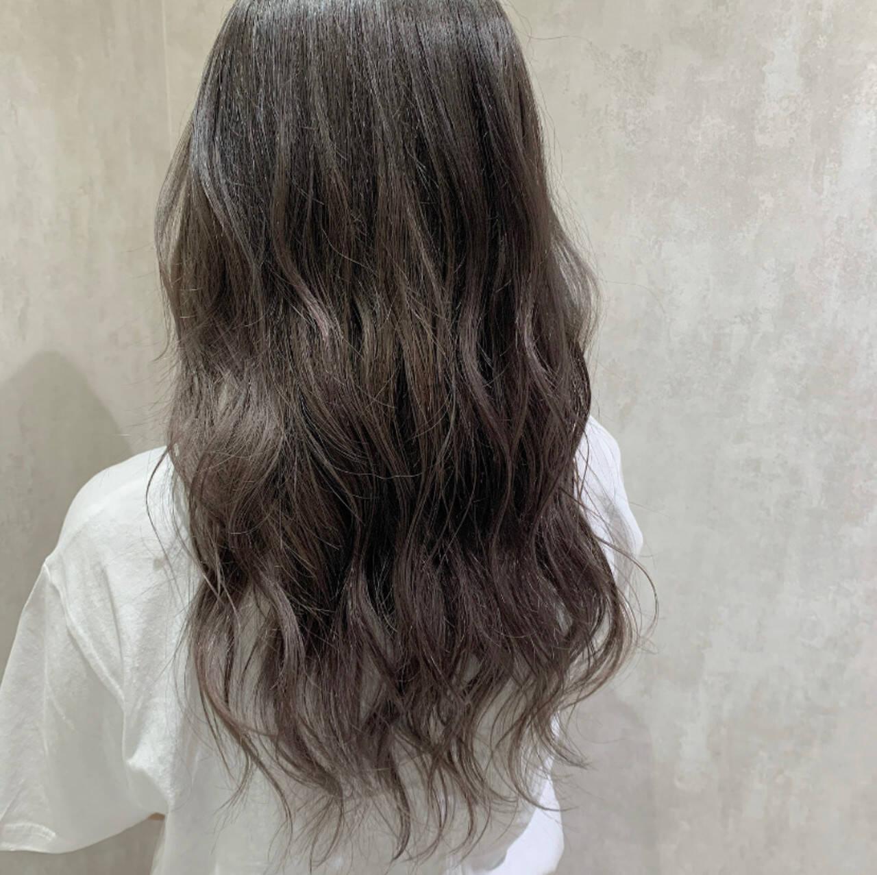 アッシュグレージュ ハイライト グレージュ ハイトーンカラーヘアスタイルや髪型の写真・画像
