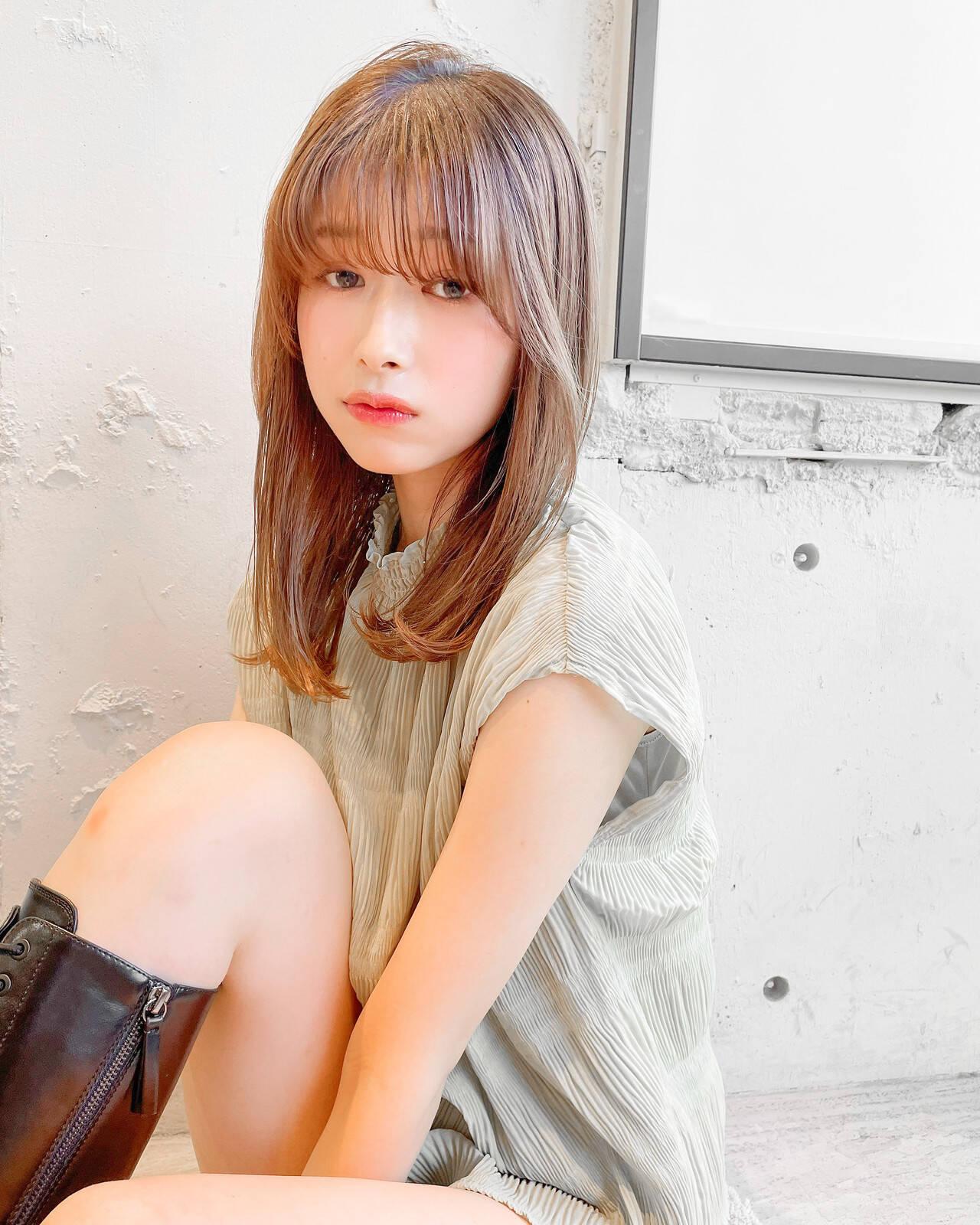 セミロング 韓国ヘア ナチュラル 縮毛矯正ヘアスタイルや髪型の写真・画像