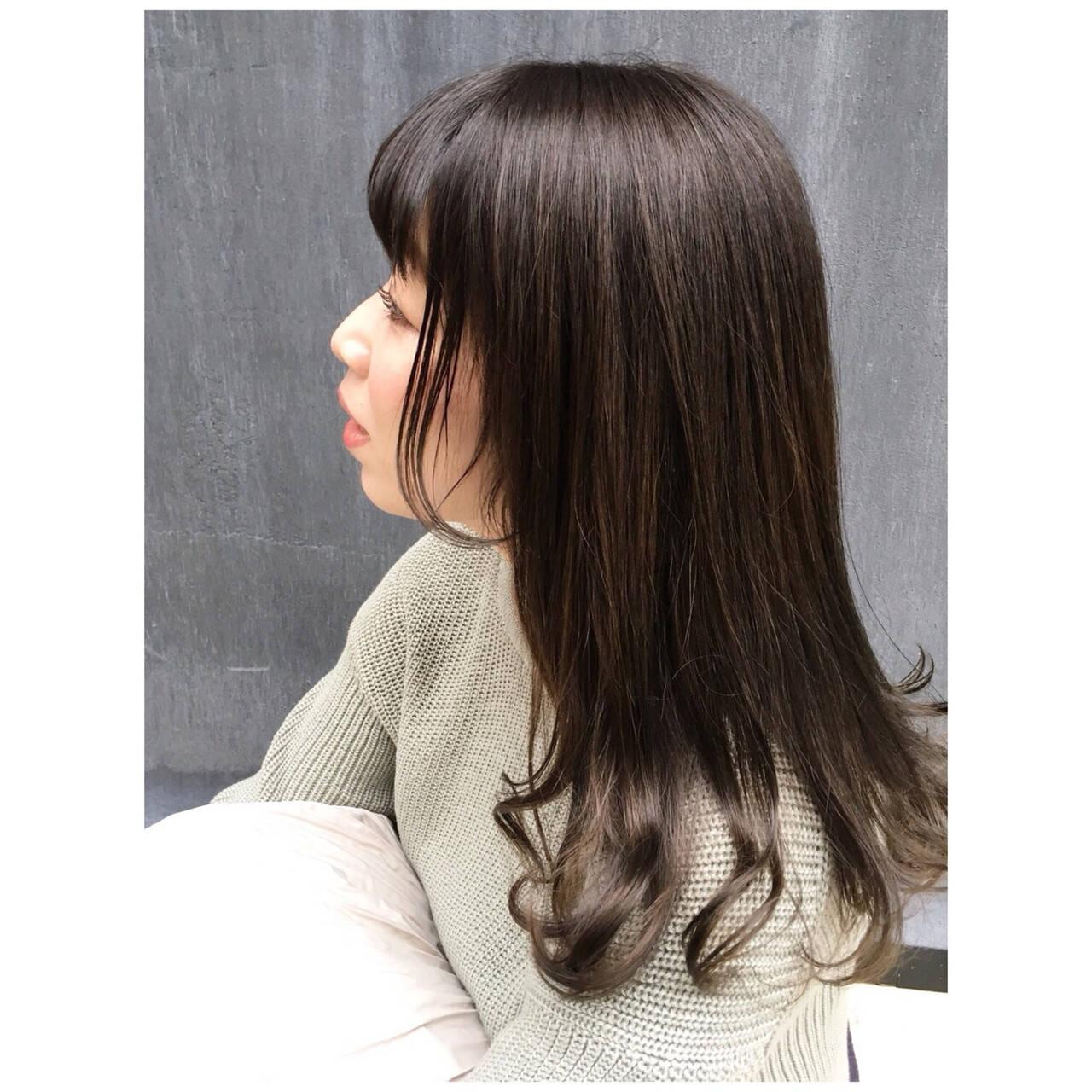ミディアム 春ヘア くすみカラー オリーブグレージュヘアスタイルや髪型の写真・画像
