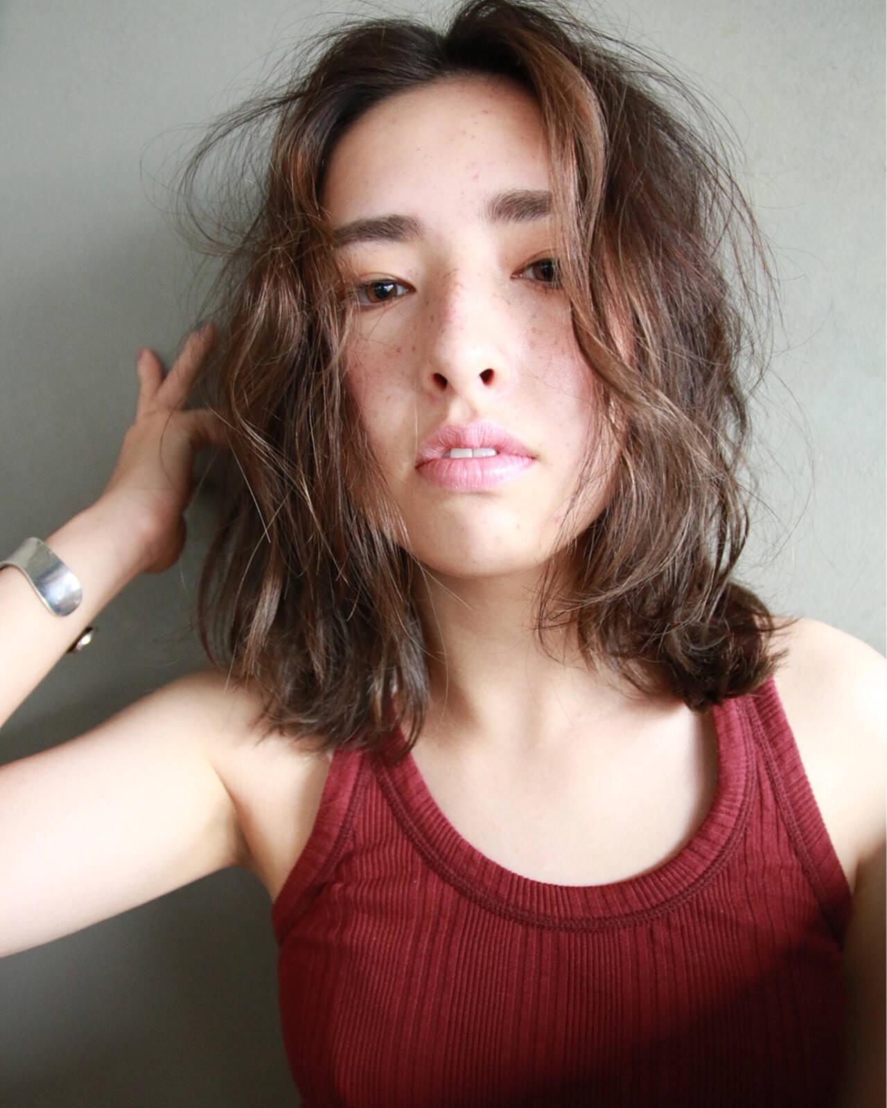 外国人風 アッシュ パーマ くせ毛風ヘアスタイルや髪型の写真・画像