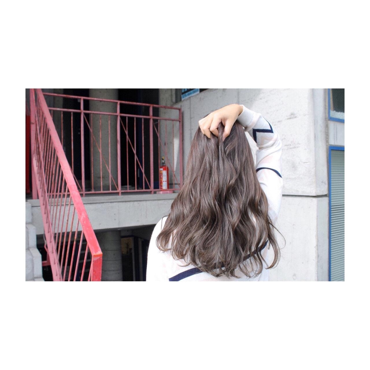 透明感 秋 グレージュ シルバーヘアスタイルや髪型の写真・画像