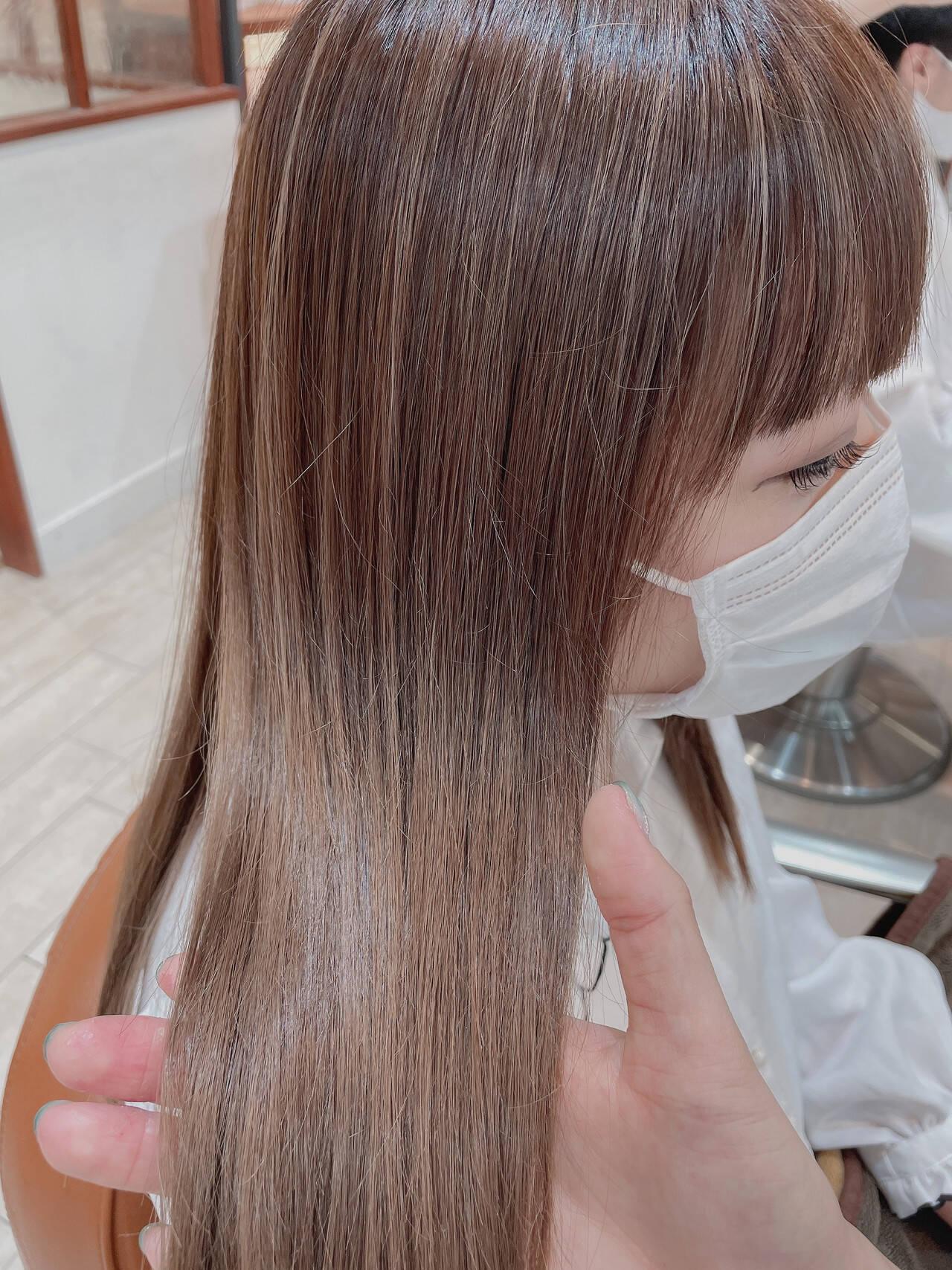 デザインカラー シアーベージュ ナチュラル 極細ハイライトヘアスタイルや髪型の写真・画像
