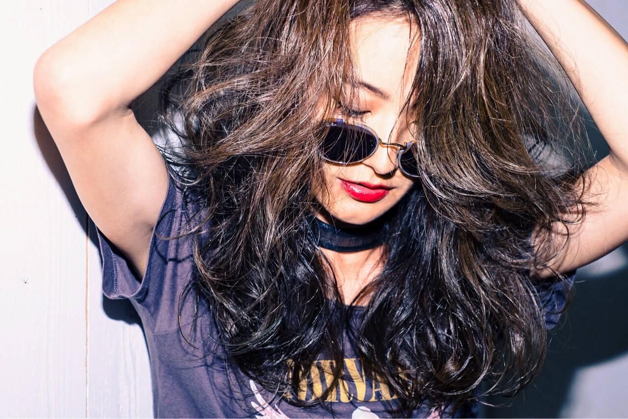 アンニュイ 巻き髪 アッシュ ロックヘアスタイルや髪型の写真・画像