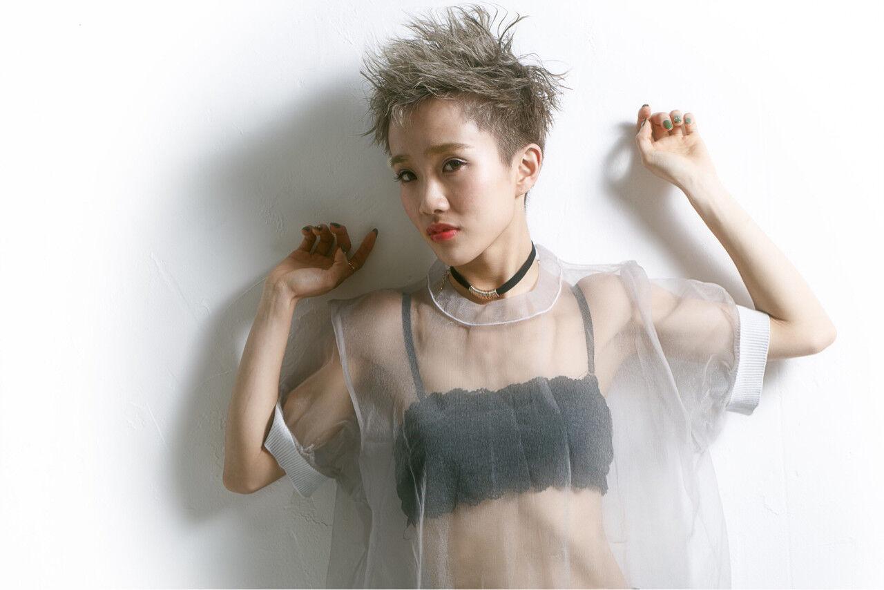外国人風 モード ショート アッシュヘアスタイルや髪型の写真・画像