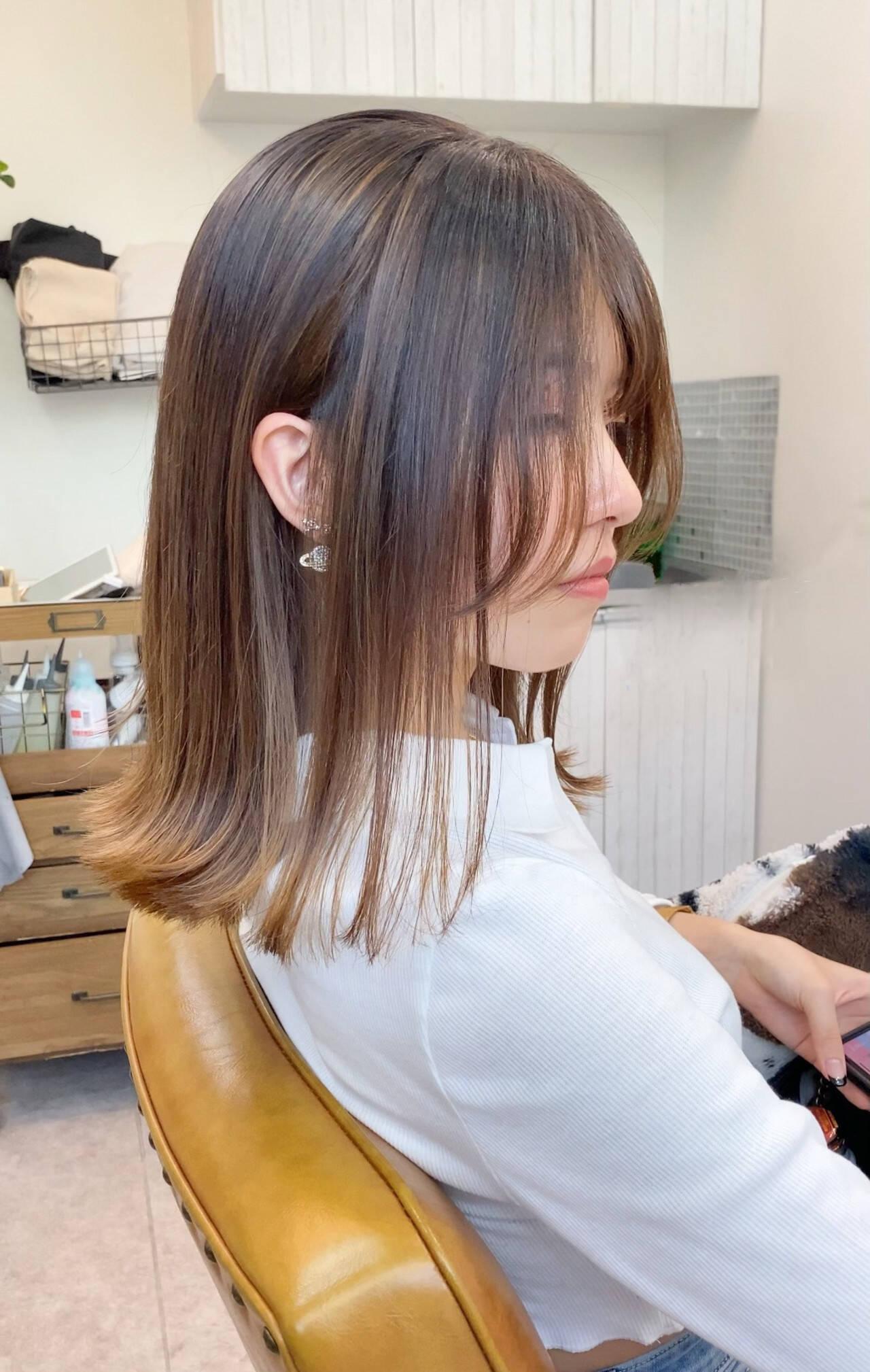 ミルクティーベージュ ベージュ 切りっぱなしボブ ミディアムヘアスタイルや髪型の写真・画像