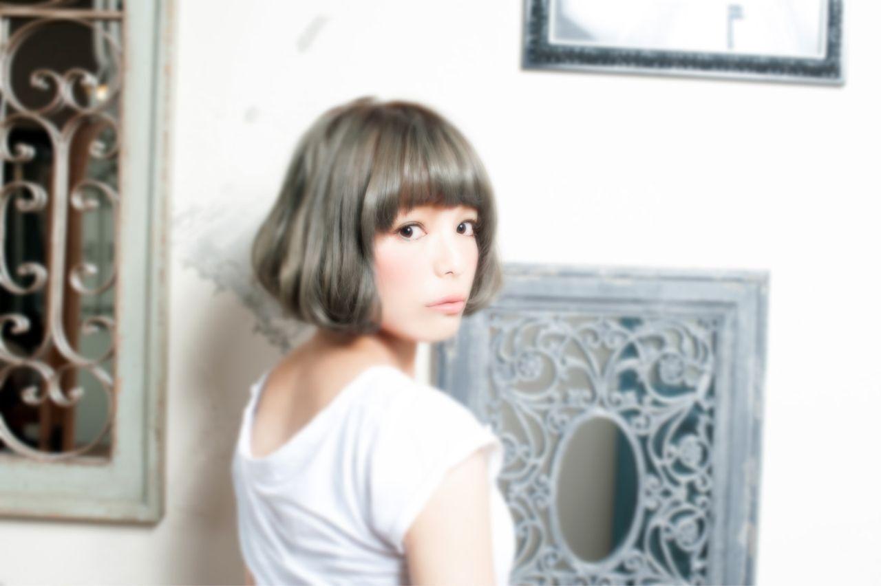 ふわふわ 前髪パッツン ショート モードヘアスタイルや髪型の写真・画像