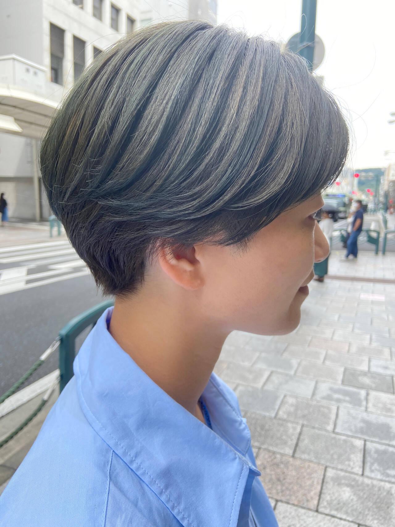 ショートボブ ハンサムショート アッシュベージュ ナチュラルヘアスタイルや髪型の写真・画像