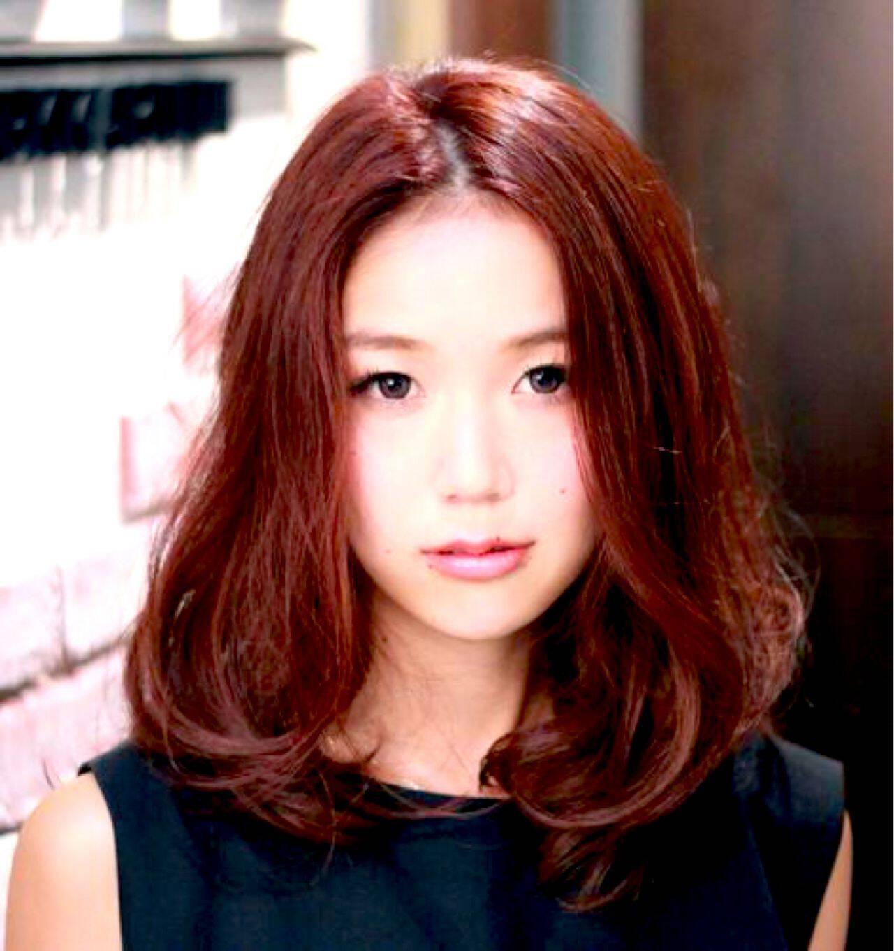 ピンク 艶髪 パーマ ゆるふわヘアスタイルや髪型の写真・画像