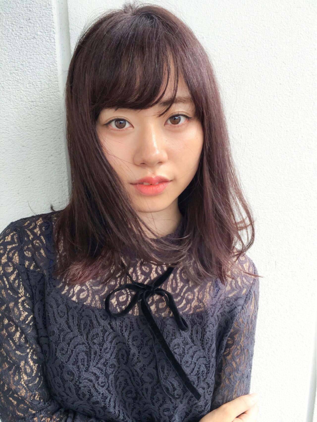 ミディアム ピンクブラウン 暗髪 ベリーヘアスタイルや髪型の写真・画像