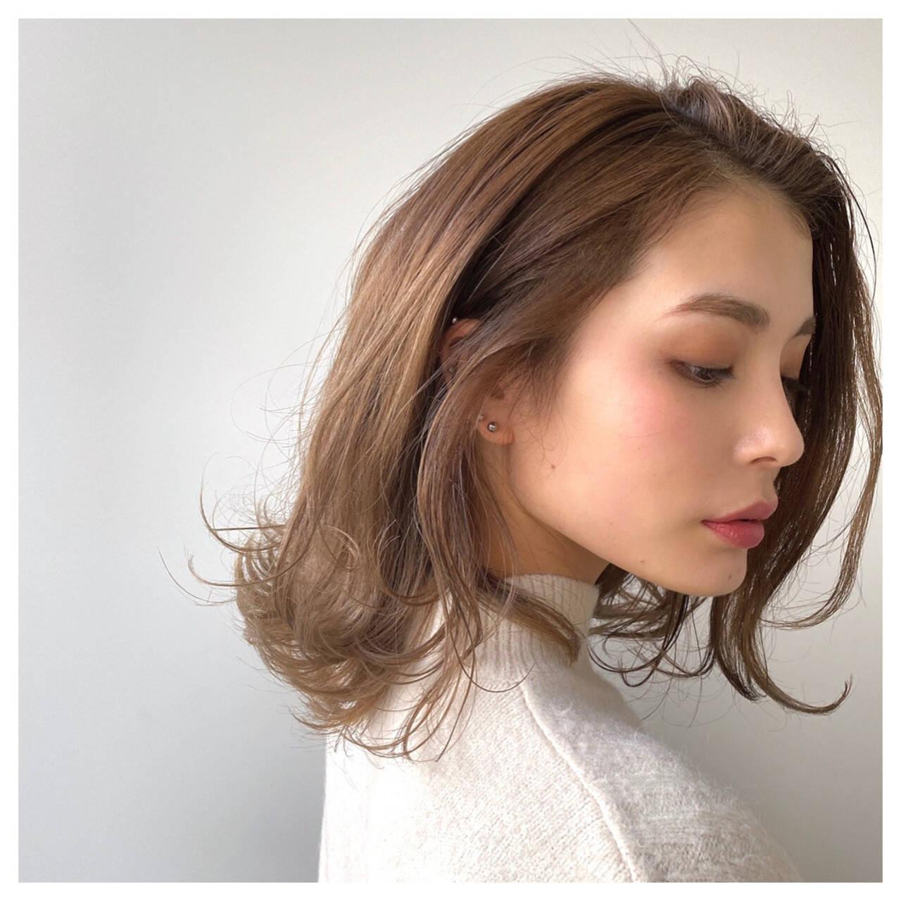 ミディアム ベージュ ベージュカラー ロブヘアスタイルや髪型の写真・画像