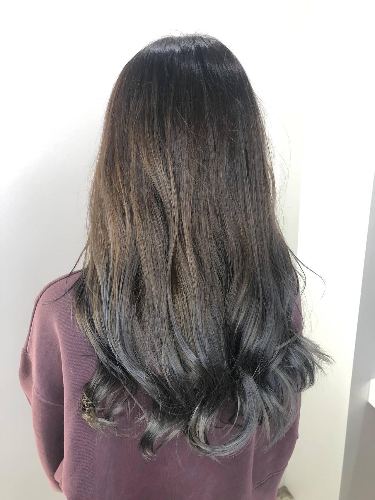 バレイヤージュ セミロング イルミナカラー ナチュラルヘアスタイルや髪型の写真・画像