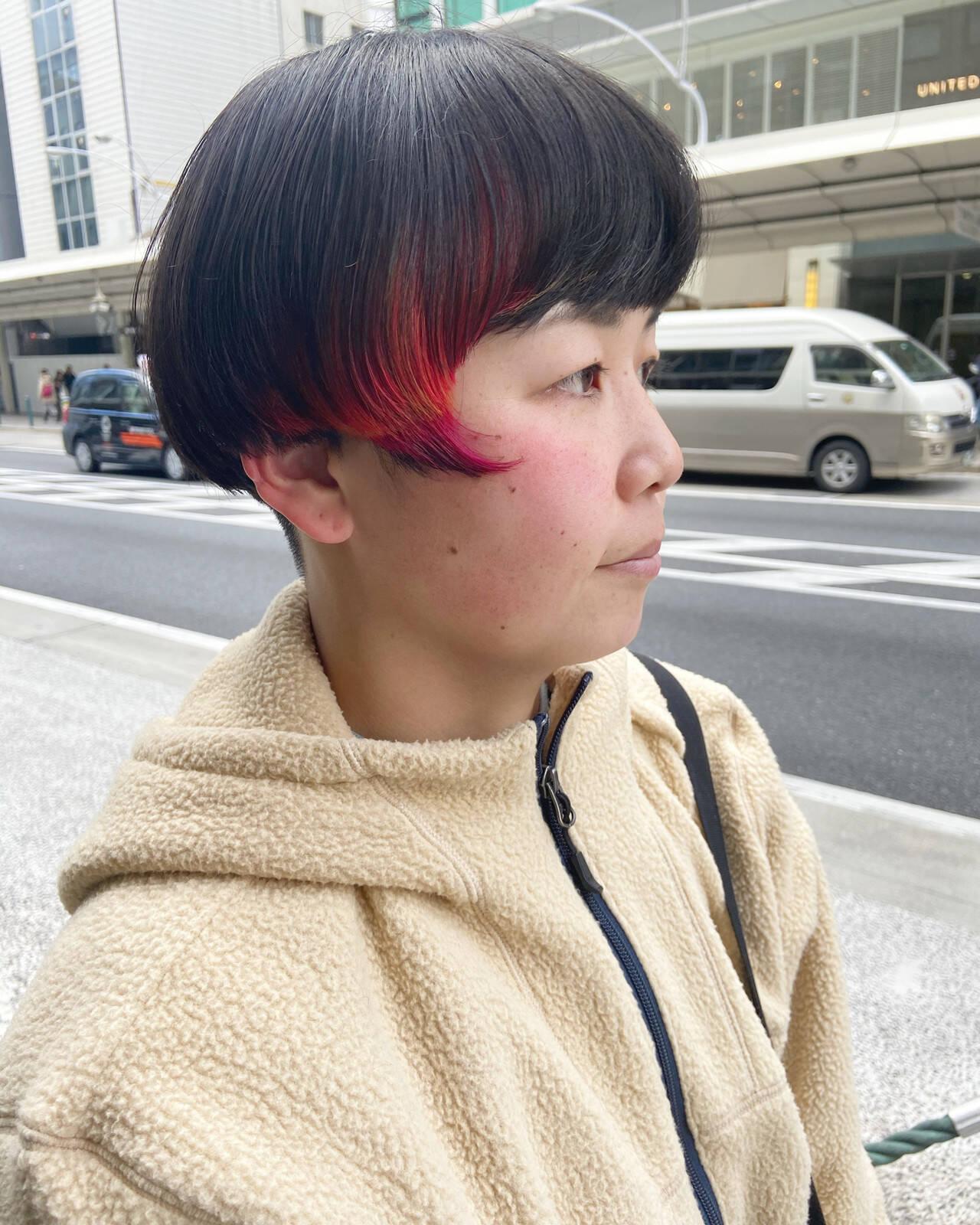 マッシュMIX ベリーピンク インナーカラーバイオレット ショートヘアスタイルや髪型の写真・画像