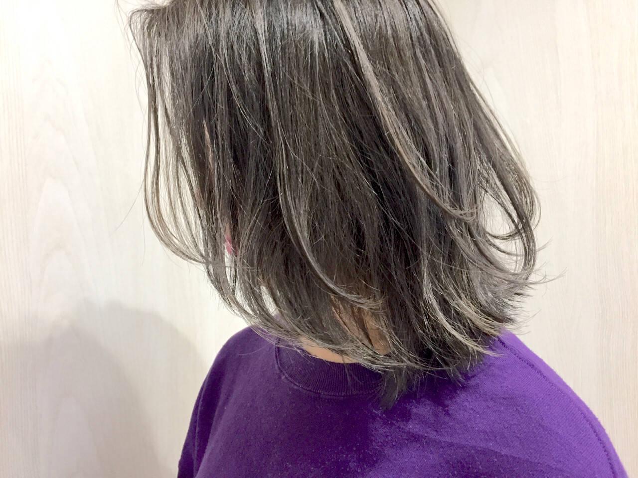 ミディアム アッシュ ストリート ハイライトヘアスタイルや髪型の写真・画像