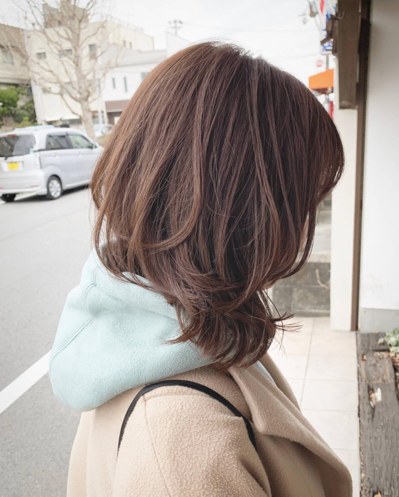 ナチュラル デート レイヤーカット オフィスヘアスタイルや髪型の写真・画像