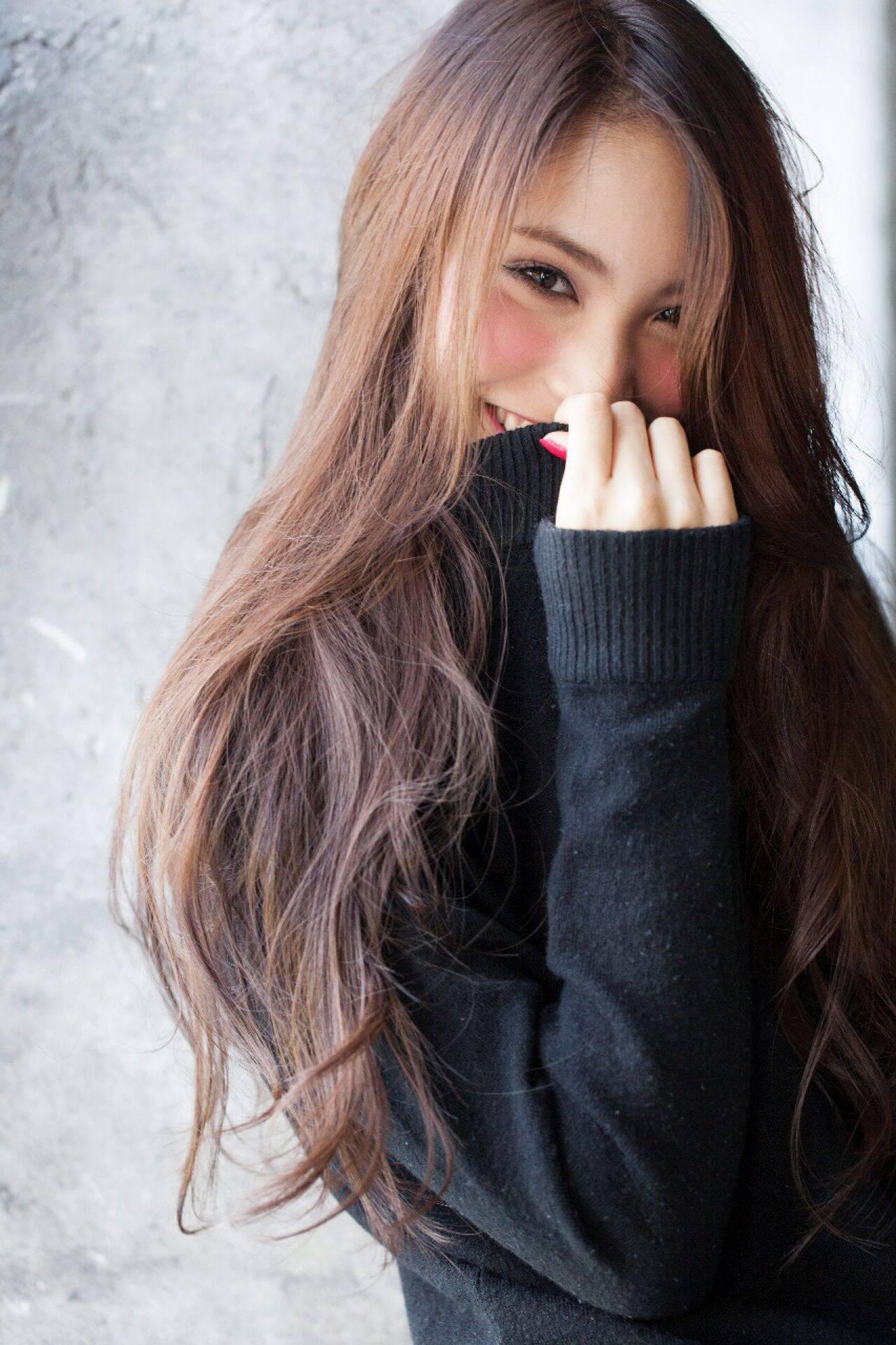 コンサバ ロング モテ髪 ウェーブヘアスタイルや髪型の写真・画像