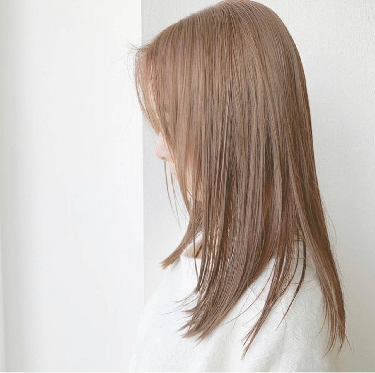 セミロング ナチュラルベージュ 可愛い フェミニンヘアスタイルや髪型の写真・画像