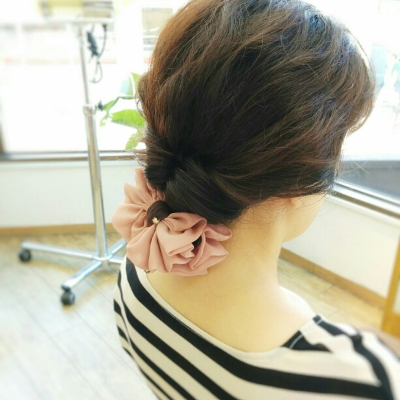 お団子 夏 大人かわいい セミロングヘアスタイルや髪型の写真・画像