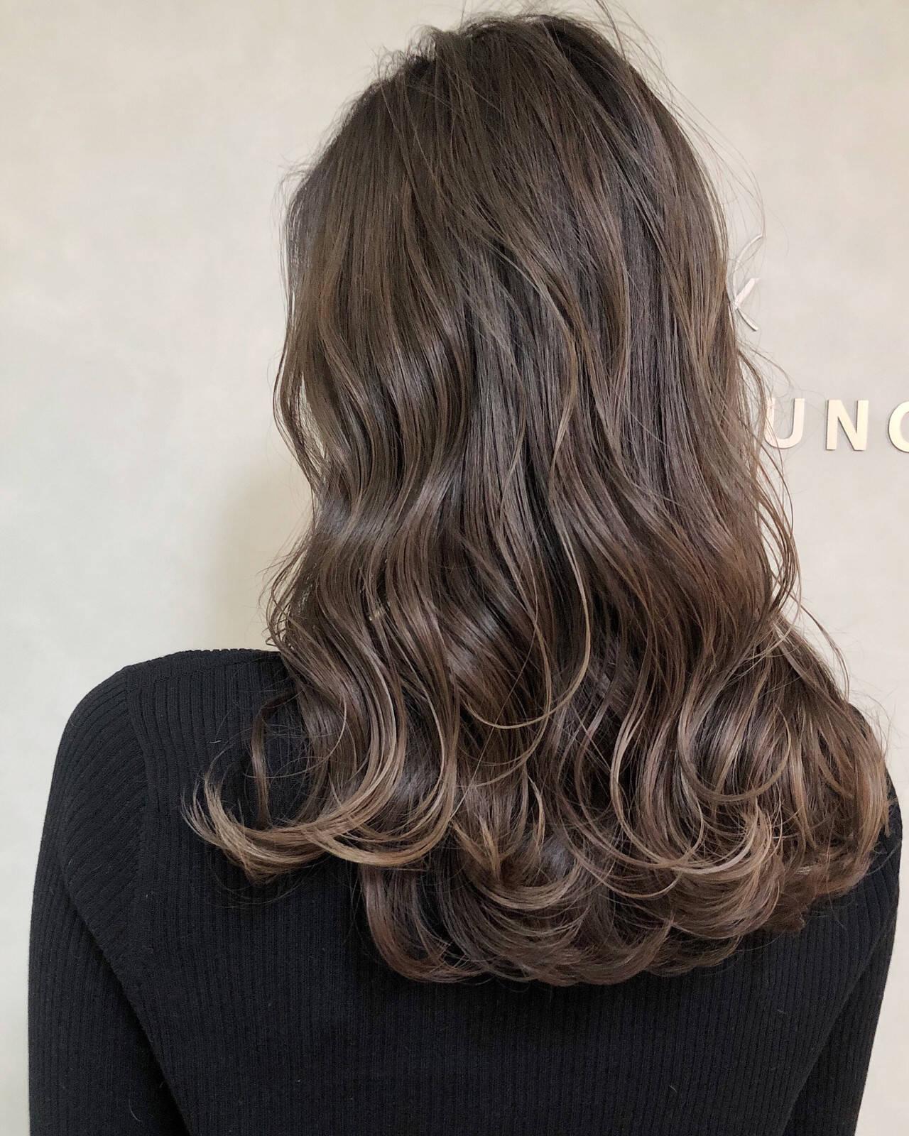 エレガント ハイライト 大人ハイライト アッシュグレーヘアスタイルや髪型の写真・画像