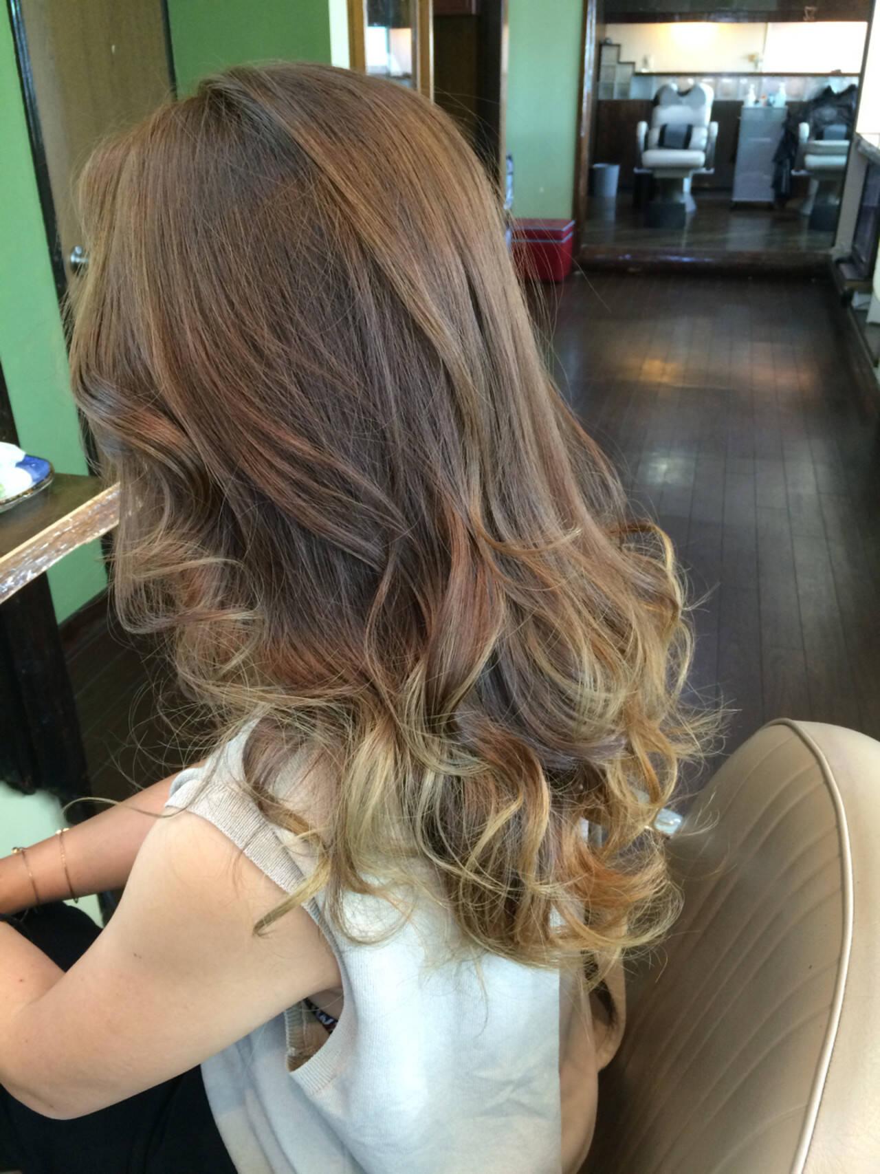 グラデーションカラー ロング 渋谷系 コンサバヘアスタイルや髪型の写真・画像