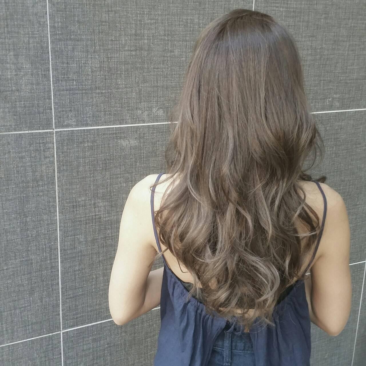 外国人風 アッシュ グレージュ 透明感ヘアスタイルや髪型の写真・画像