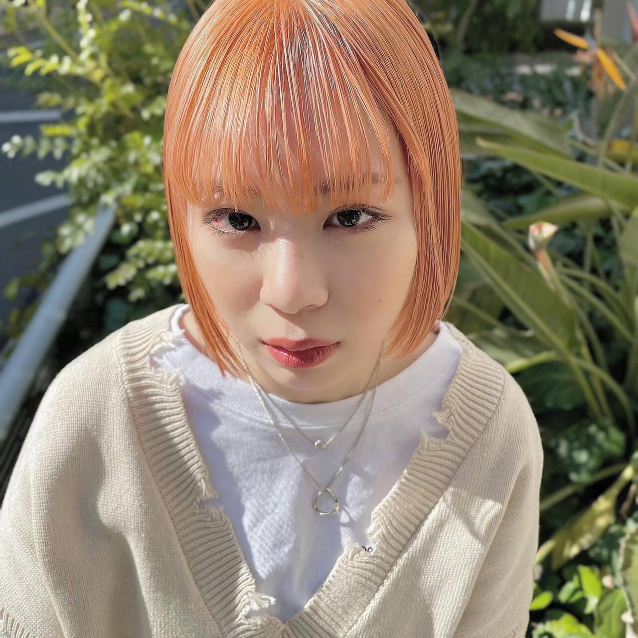 オレンジ オレンジベージュ ミニボブ 前髪パッツンヘアスタイルや髪型の写真・画像
