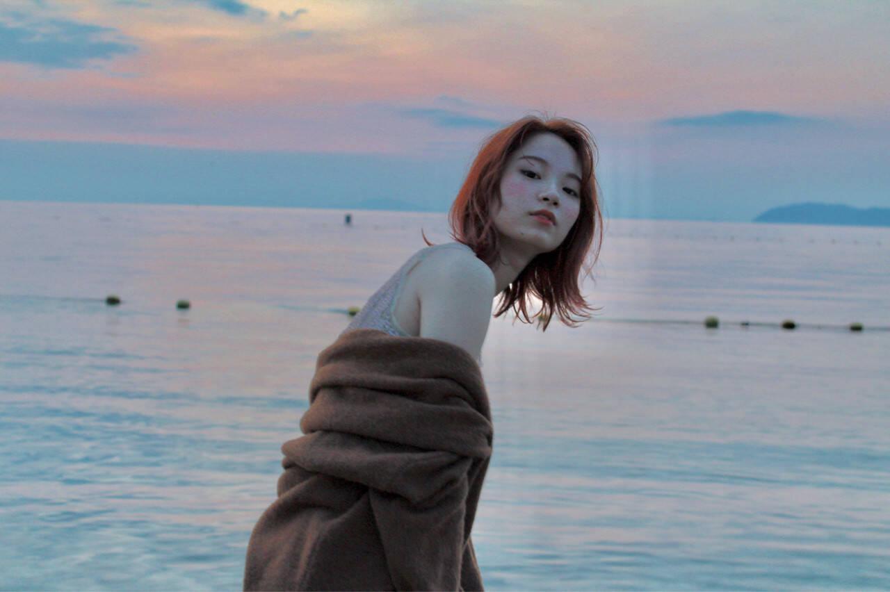 女子力 フェミニン ウェーブ エフォートレスヘアスタイルや髪型の写真・画像