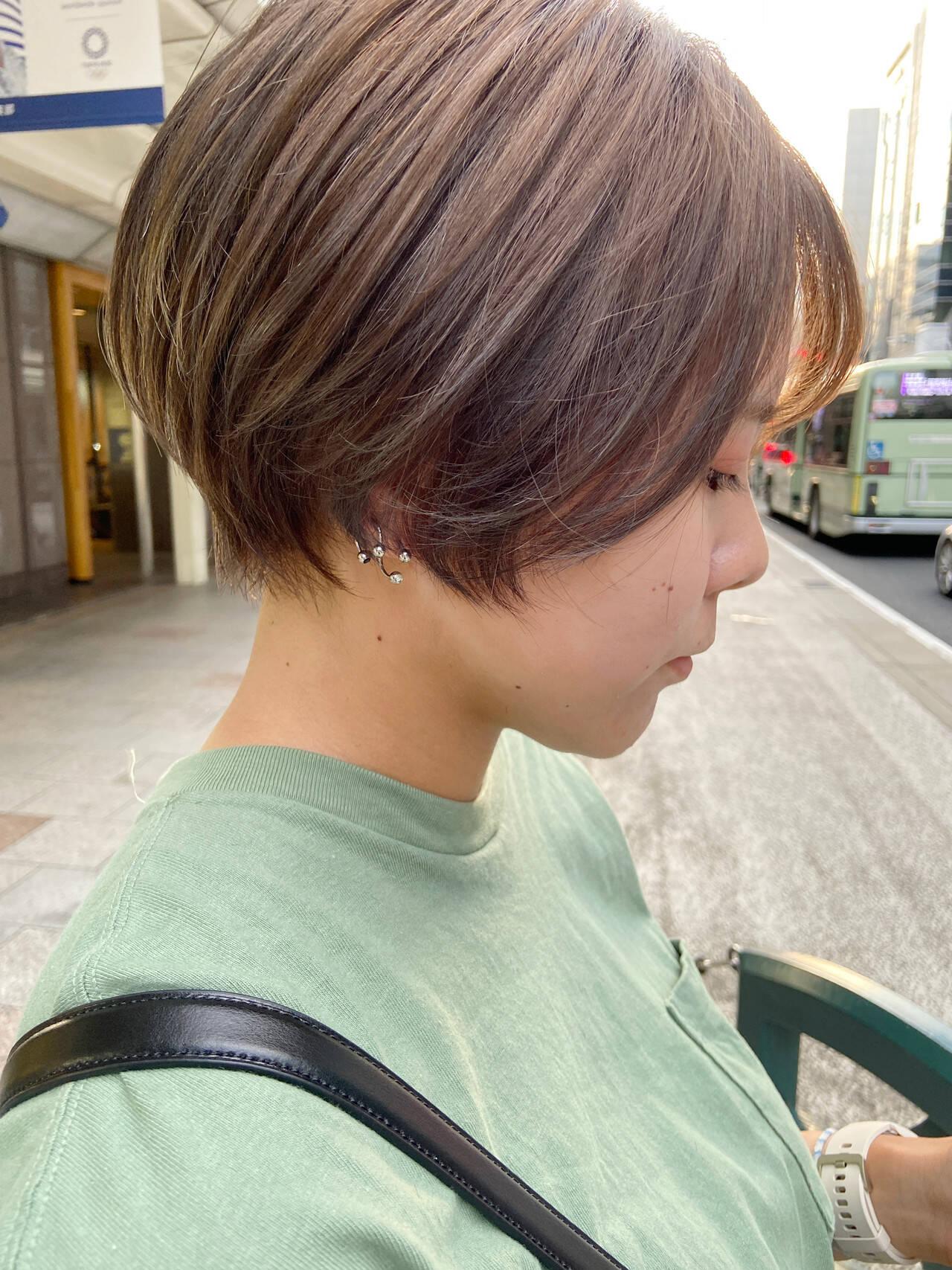 アッシュベージュ 大人ショート ナチュラル ショートヘアヘアスタイルや髪型の写真・画像