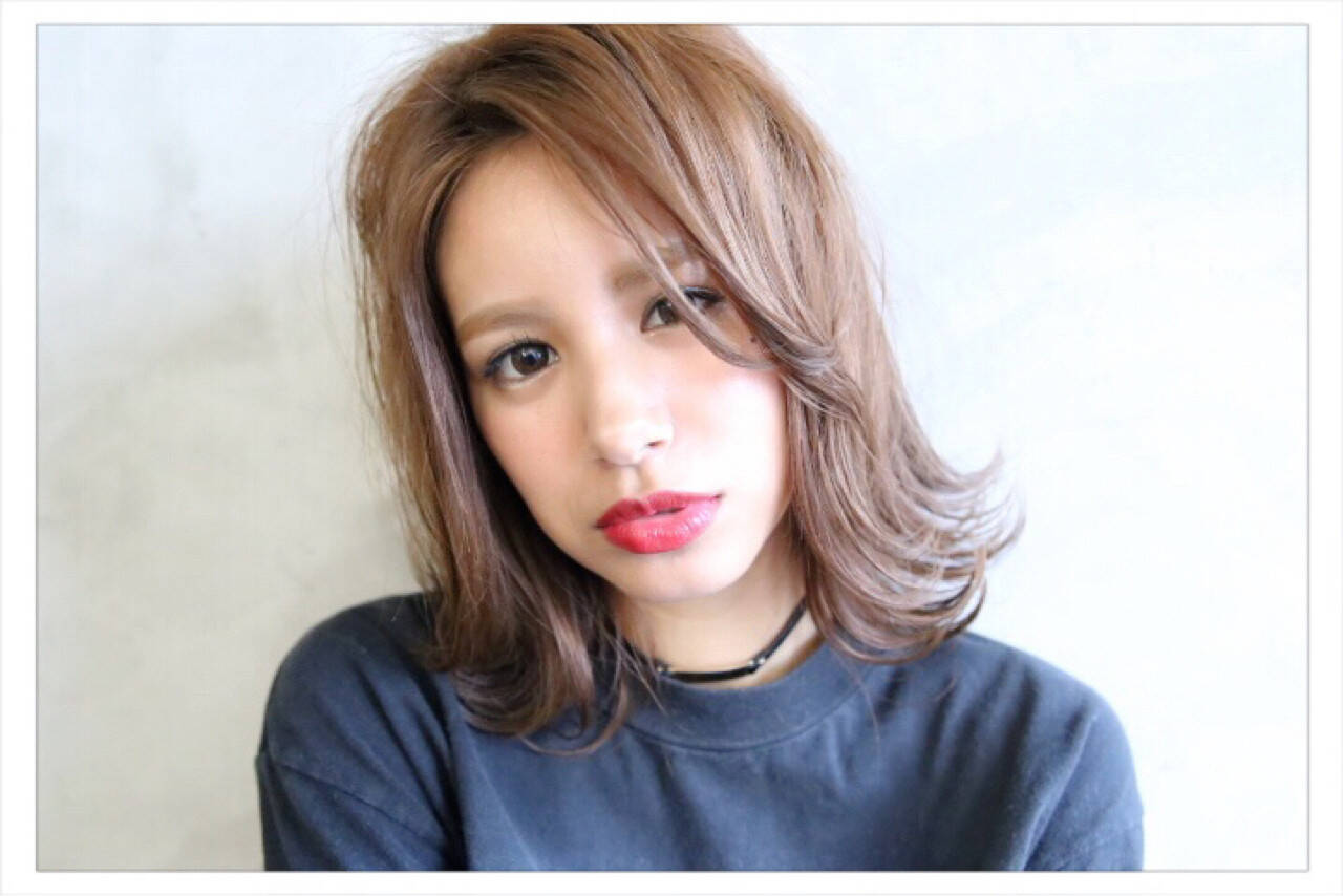 ミディアム フェミニン アッシュ 外国人風ヘアスタイルや髪型の写真・画像