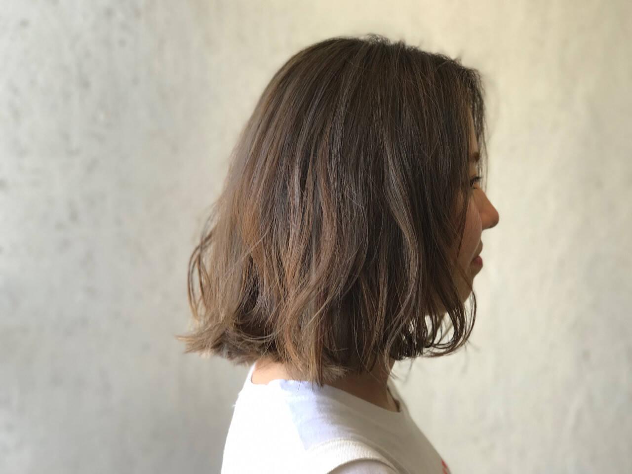 アッシュ アンニュイ ボブ ウェーブヘアスタイルや髪型の写真・画像